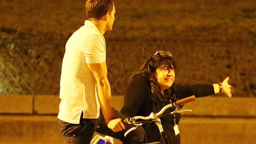 "Jamie Dornan und Buchautorin E. L. James am Set von ""Shades of Grey"""