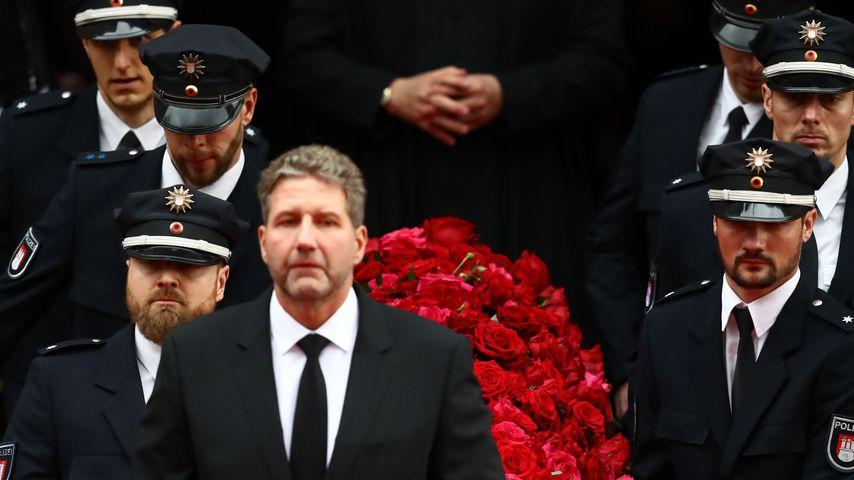 Rosen, Musik, rührende Worte: So war Jan Fedders Trauerfeier