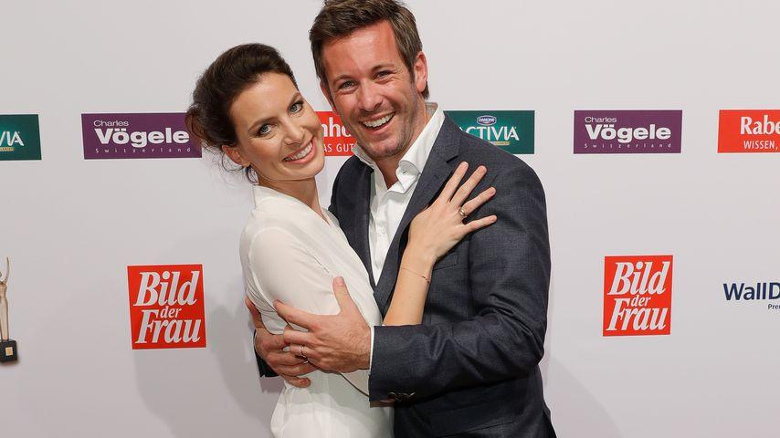 """Schauspieler Jan Hartmann und Frau Julia bei der Verleihung des """"Goldenen Bild der Frau""""-Awards 2016"""