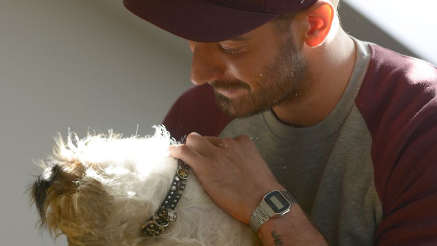 Jan Leyk mit einem Hund
