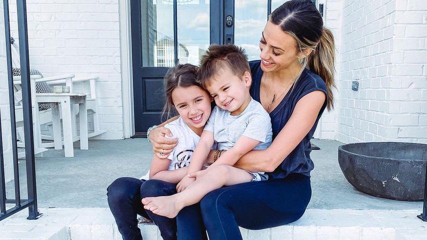 Jana Kramer mit ihren Kids Jolie und Jace