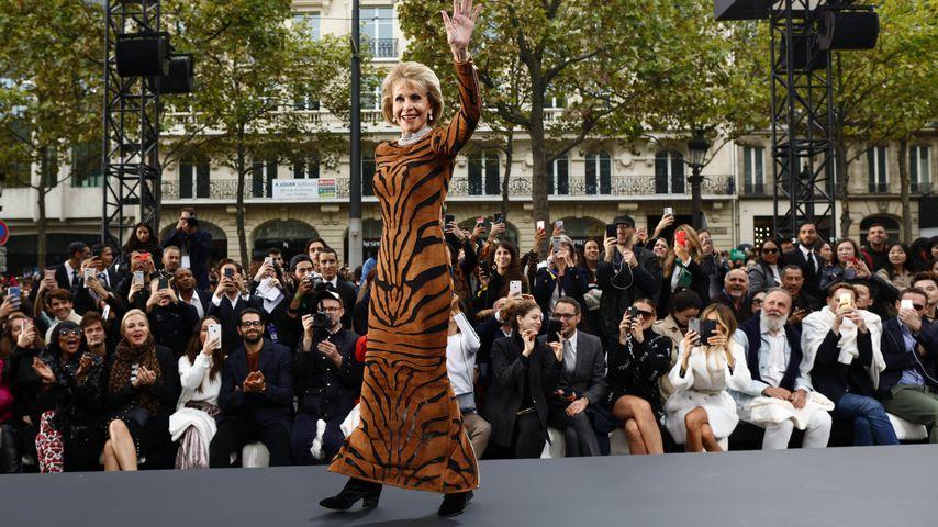 Mit 79 Jahren: Jane Fonda begeistert bei Paris Fashion Week!