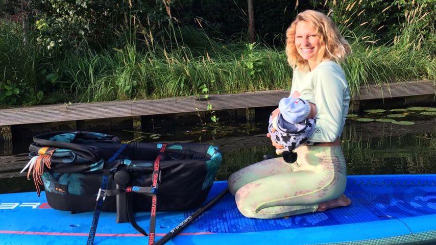Neu-Mama Janni Hönscheid nimmt Baby mit auf das Surfbrett!