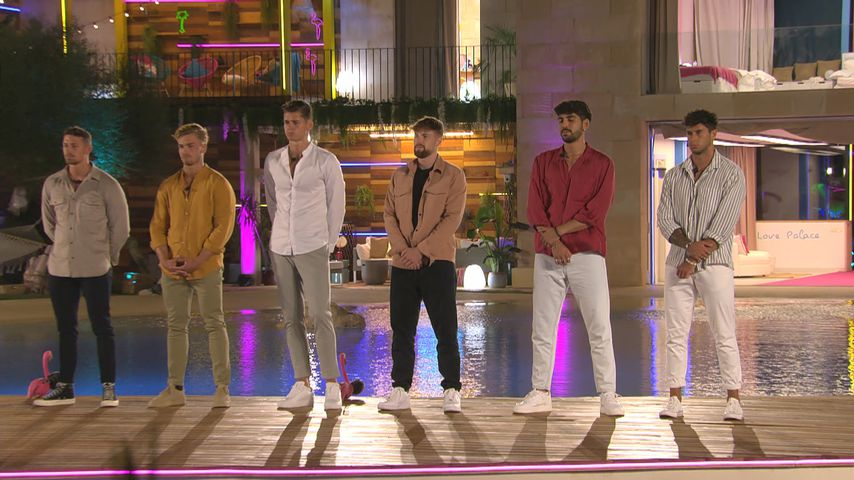 """Jannik, Philipp, Robin, Domenik, Kaan und Dennis bei """"Love Island"""" 2021"""