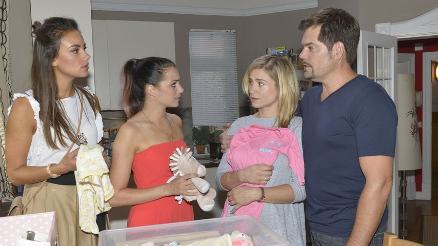 Jasmin (Janina Uhse), Emily (Anne Menden), Sophie (Lea Marlen Woitack), Leon (Daniel Fehlow)