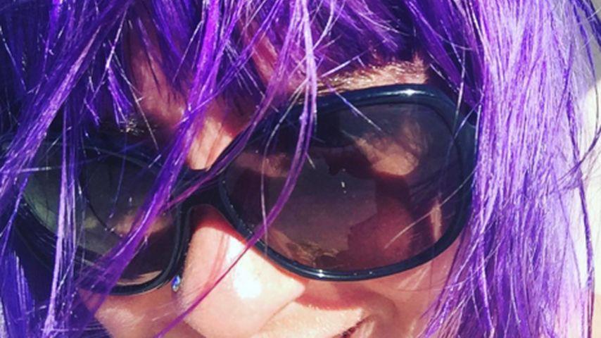 Jasmin Madeleine mit farbigen Haaren