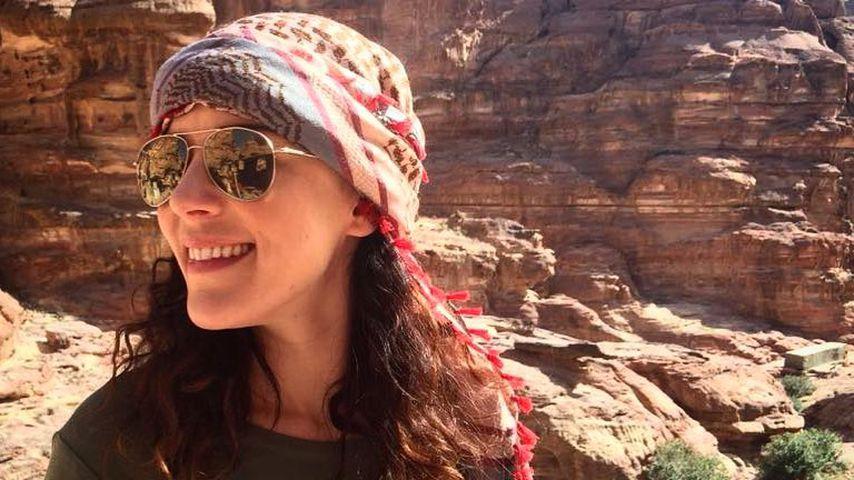Jasmin Wagner auf ihrer Weltreise in der Wüste