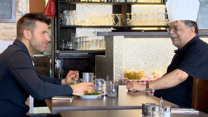 Jay Khan überrollte Papa Zulfiqar mit Restaurant
