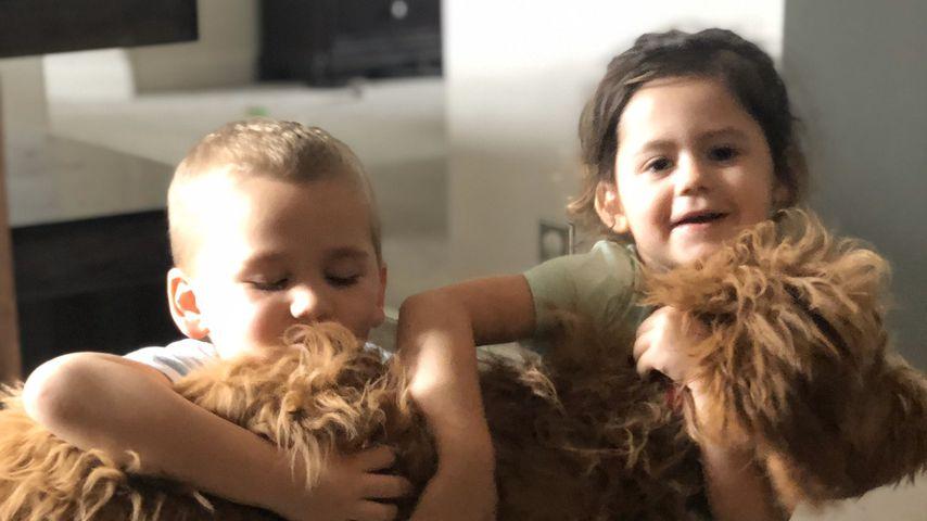 Jenelle Evans Kinder Kaiser und Ensley mit ihrem Hund Rosey