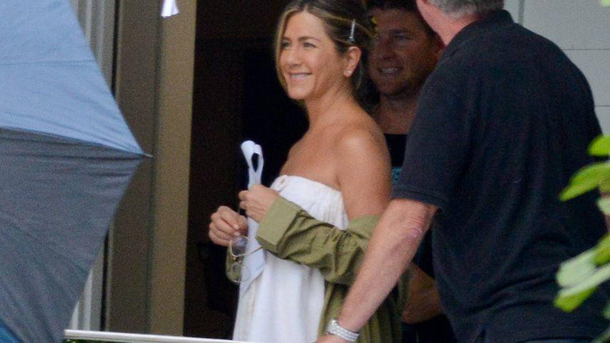 Erwischt! Jennifer Aniston sexy nur im Handtuch