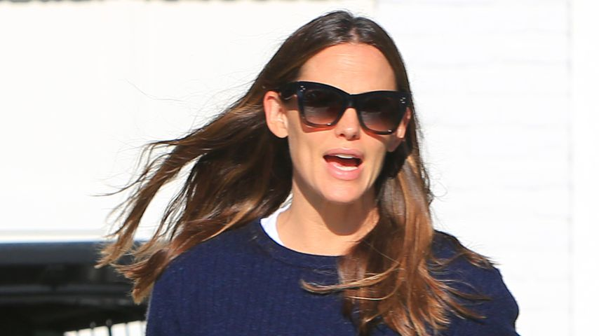 Jennifer Garner in Brentwood