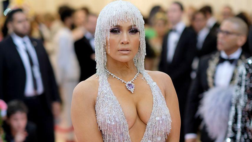 J.Lo auf Met Gala: Wow-Dekolleté zum 20-jährigen Jubiläum