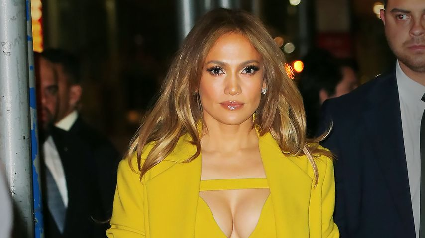 Sexy Biene: Jennifer Lopez überrascht in knallgelbem Kleid