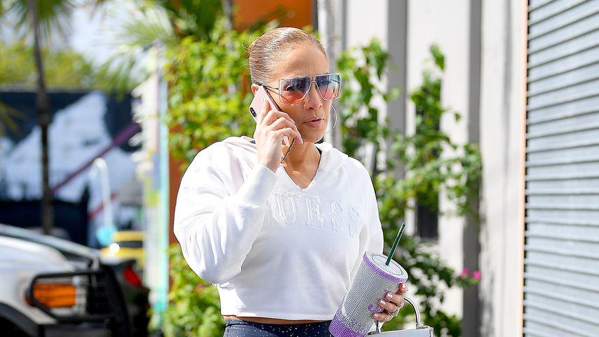 So stylish macht sich Jennifer Lopez auf ins Fitnessstudio