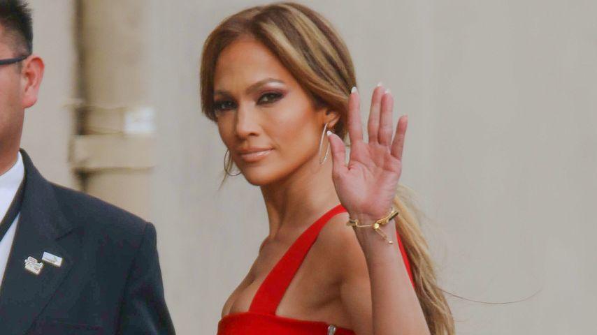 Lady in Red: Jennifer Lopez zeigt perfekten Body