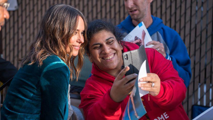 Jennifer Love Hewitt mit einem Fan, September 2018