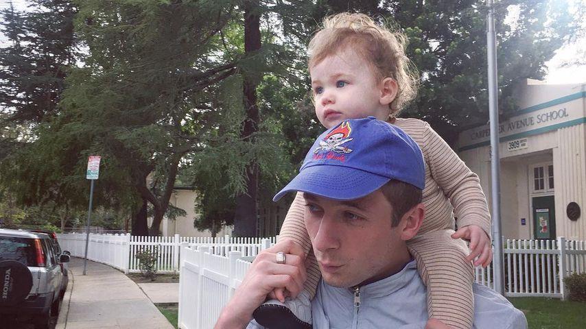 Jeremy Allen White mit seiner Tochter Ezer