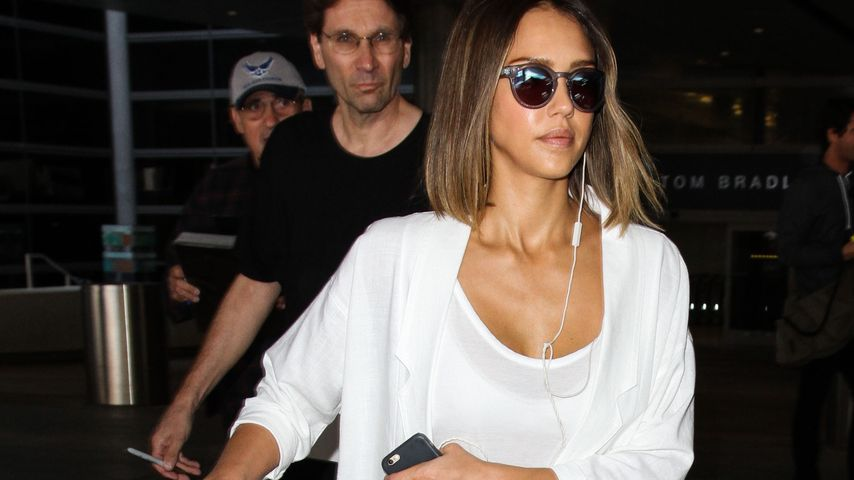 Stylish in Jogginghose: Jessica Alba mag's luftig