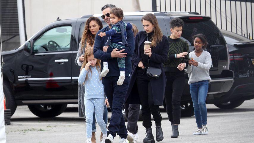 Jessica Alba mit Ehemann Cash und den Kindern, Dezember 2019