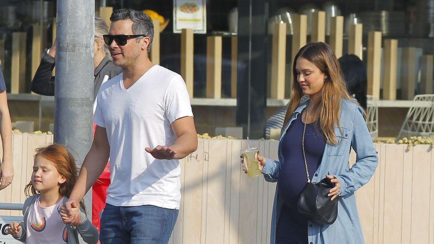 Jessica Alba mit Ehemann Cash Warren und Tochter Haven Garner