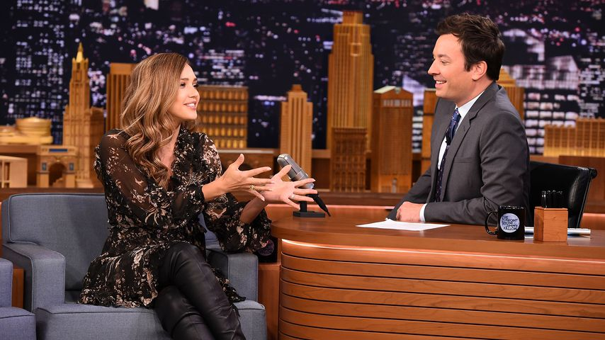 "Jessica Alba und Jimmy Fallon in der ""The Tonight Show Starring Jimmy Fallon"""