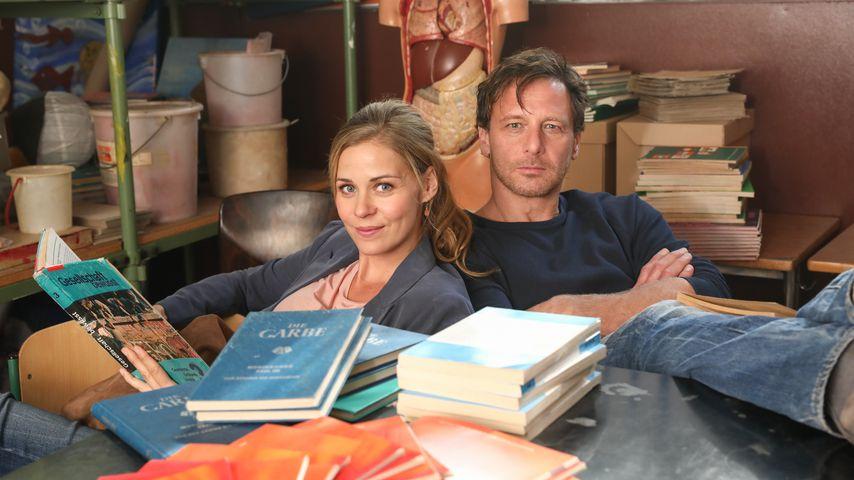 """Jessica Ginkel und Hendrik Duryn am Set von """"Der Lehrer"""""""