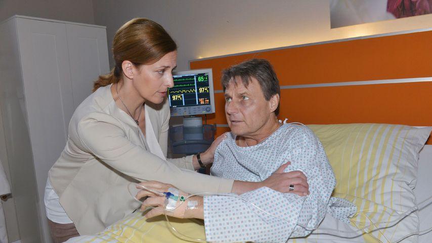 Jo Gerner (Wolfgang Bahro) mit Katrin (Ulrike Frank) im Krankenhaus