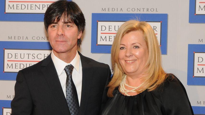 """Joachim und Daniela Löw bei der """"Verleihung des Deutschen Medienpreises 2011"""" in Baden-Baden"""