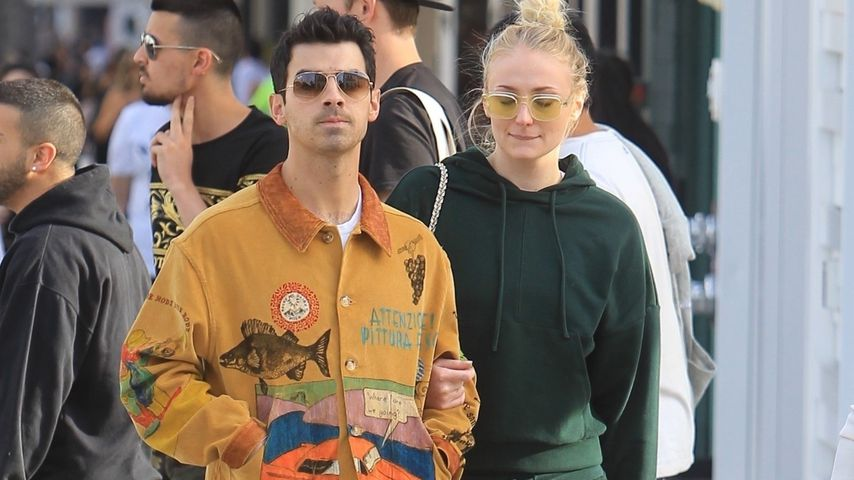 Top oder Flop? Joe Jonas in cooler Comic-Jacke unterwegs