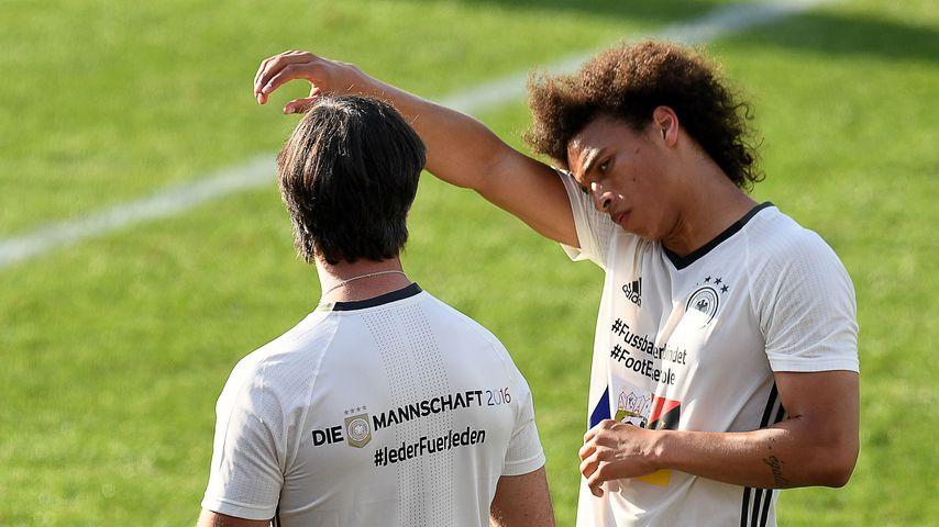 Jogi Löw und Leroy Sané im Training für die EM 2016