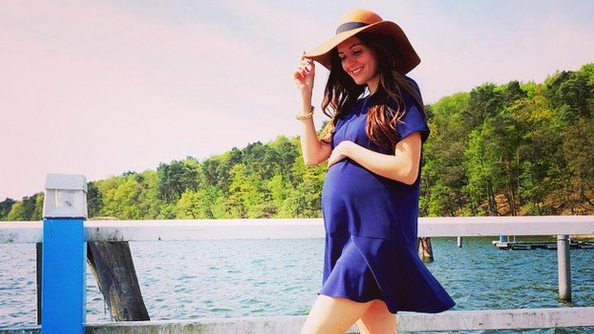 Blau gemacht: Johanna Klum im sommerlichen Mom-to-be-Look
