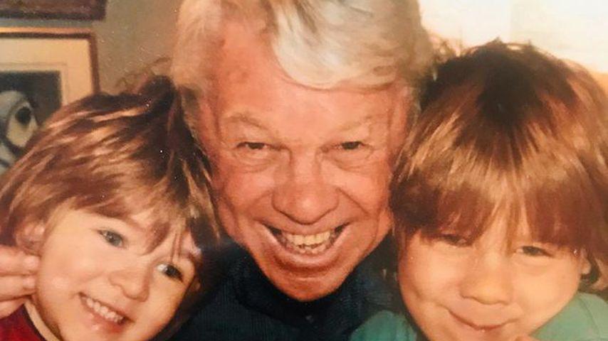 John Alexander Crowe mit seinen Enkeln Tennyson und Charles