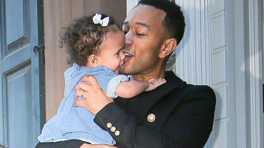 John Legend mit Tochter Luna in NYC