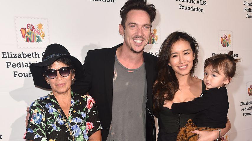 Jonathan Rhys Meyers und seine Familie auf einer Gala im Oktober 2018