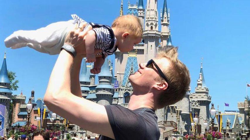 Joonas Suotamo mit seinem Sohn Aatos im Juni 2019