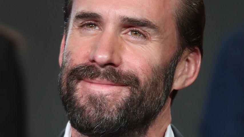 Joseph Fiennes auf einer Pressekonferenz in Pasadena