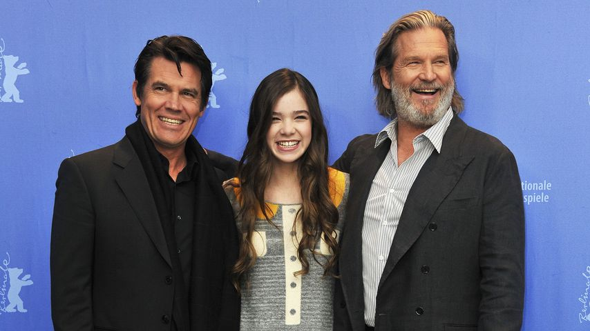 "Josh Brolin, Hailee Steinfeld und Jeff Bridges 2011 in Berlin beim Photocall zu ""True Grit"""