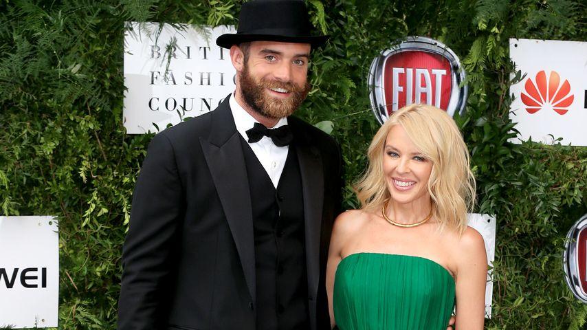 Joshua Sasse und Kylie Minogue