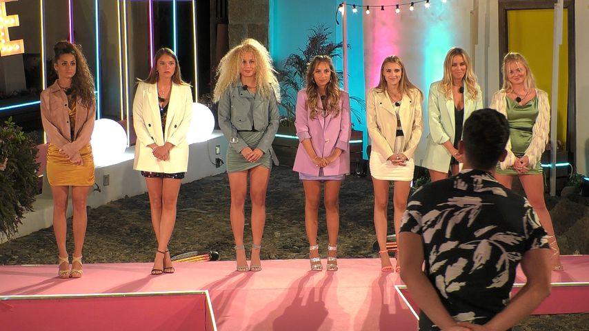 "Julia, Angelina, Finn Emma, Bianca, Greta, Nicole und Emilia bei ""Love Island"""