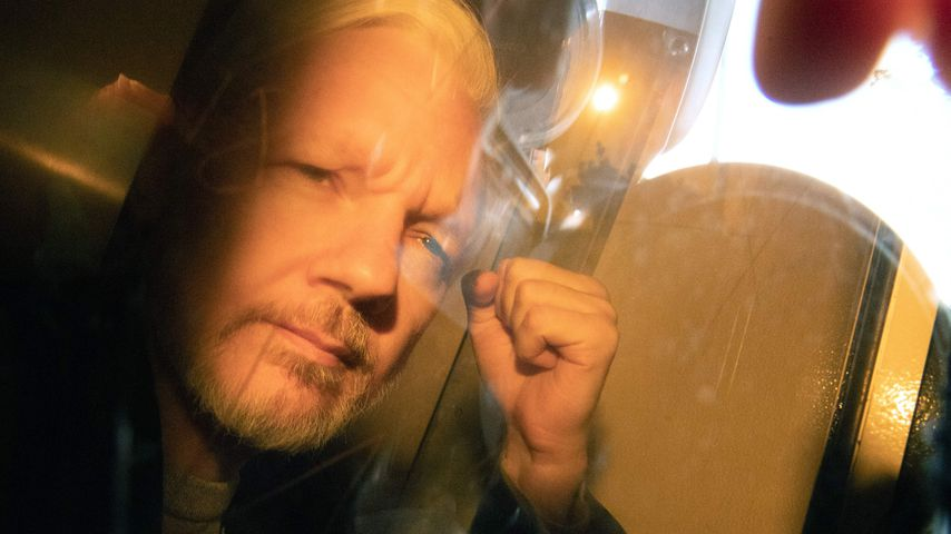 Julian Assange auf dem Weg zum Londoner Gericht