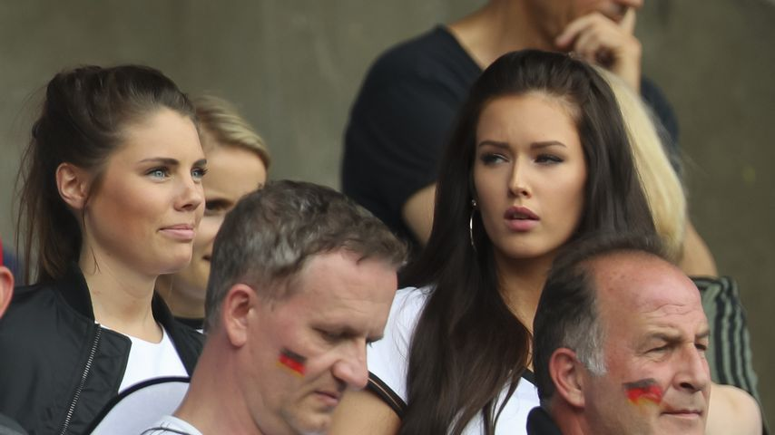 Julian Draxlers Freundin Lena und Hectors Freundin Annika beim EM-Spiel Nordirland gegen Deutschland