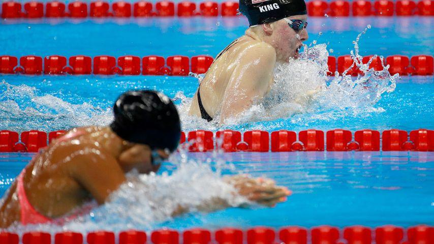 Die Russin Julija Jefimowa (vorne) und die Amerikanerin Lilly King beim 100-Meter-Brust-Rennen