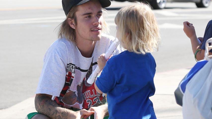 Niedlich mit Mini-Fan: Übt Justin Bieber für eigene Familie?