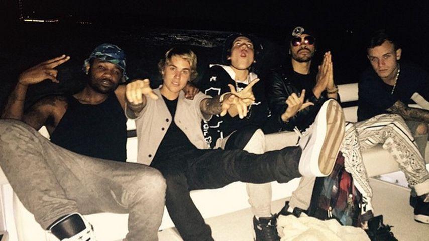 Justin Bieber: Geburtstagskuss von einer Blondine
