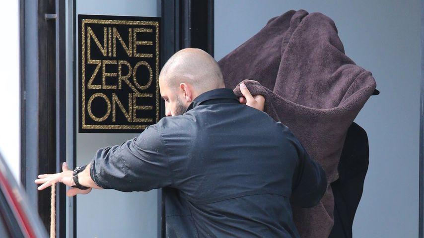 Hier versteckt Justin Bieber seine neue Frisur!