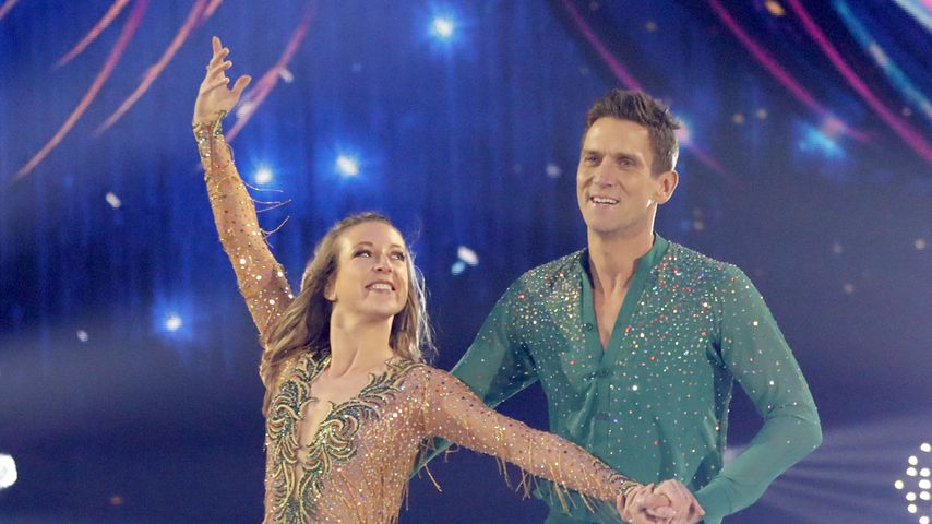 "Kat Rybkowski und Peer Kusmagk bei ""Dancing on Ice"""