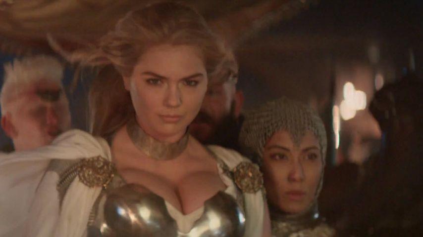 Kate Upton: Heiße Kriegerin in glänzender Rüstung