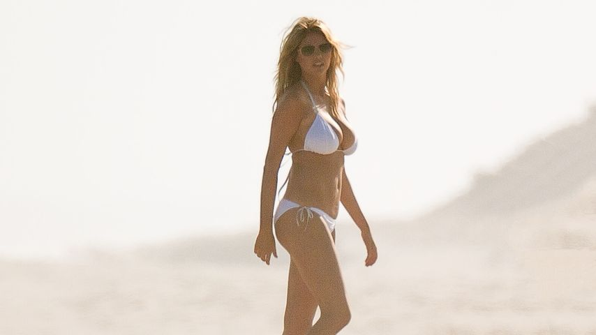 Beach-Beauty: Kate Upton heizt am Filmset ein