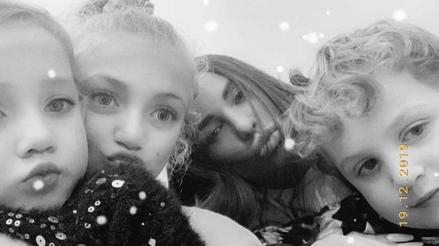 Katie Price mit ihren beiden Töchtern Princess und Bunny und Söhnchen Jett, Dezember 2019