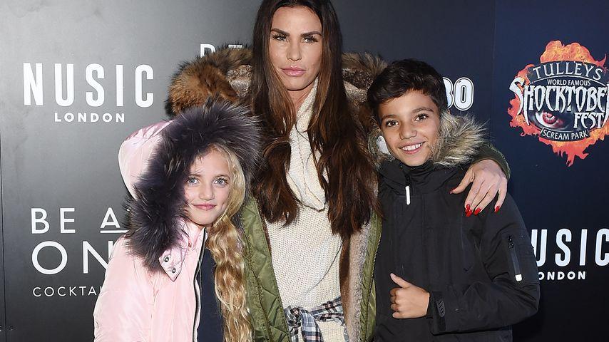 Katie Price mit ihren Kindern Princess (links) und Junior (rechts)